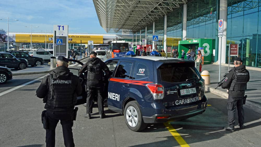 Ruba cosmetici al duty free di Fiumicino, denunciata donna di Milano