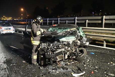 Auto contromano in tangenziale: un morto e quattro feriti