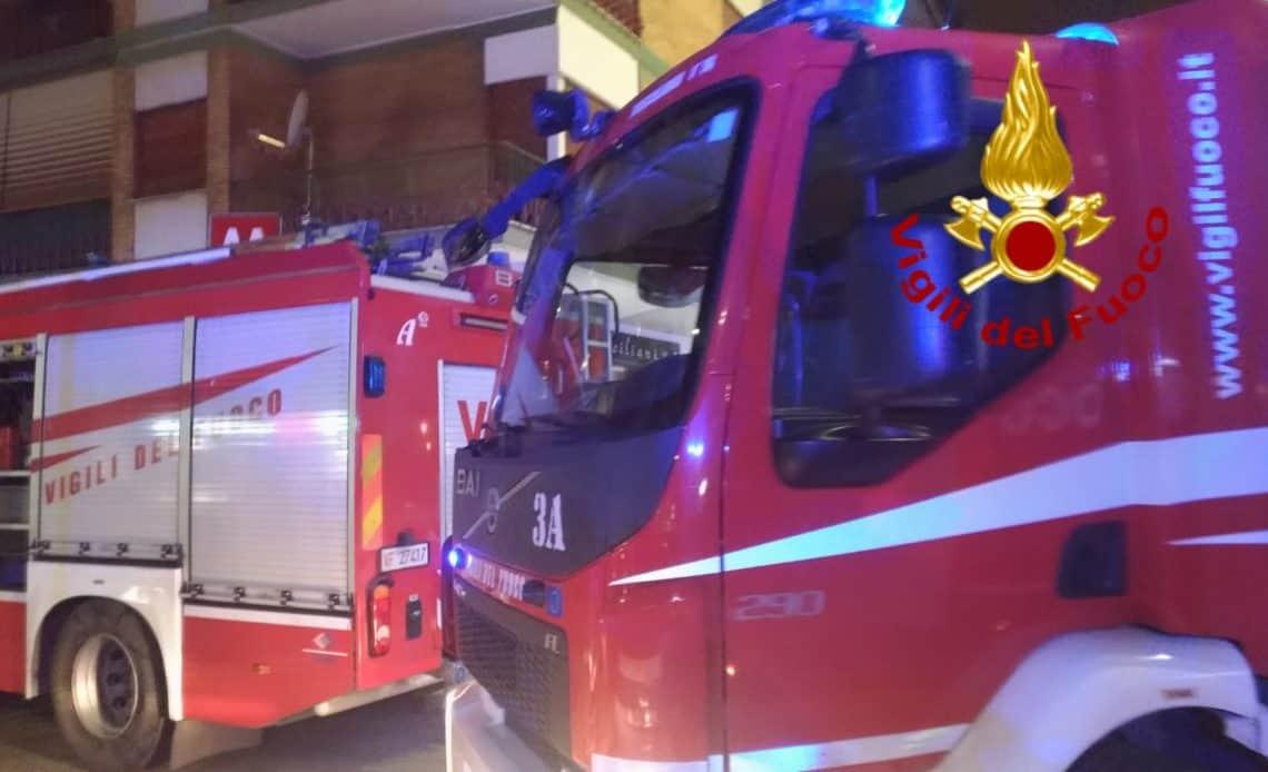 Evacuati due appartamenti in via Antonio Banfi