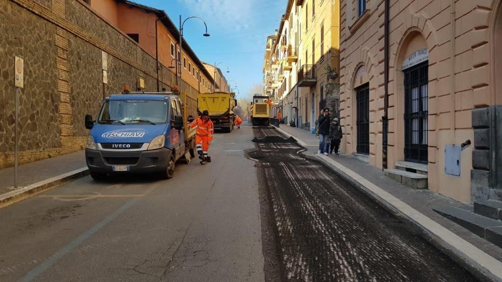 Bracciano, asfaltature in corso