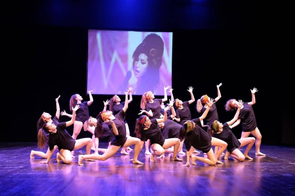 Applausi e commozione al Lea Padovani con l'Asd Dimensione Danza 2000