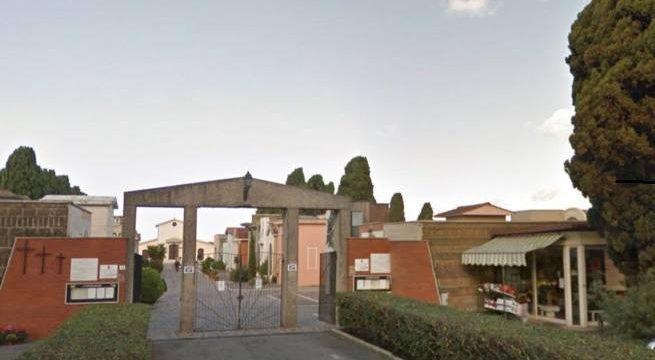 Restano chiusi dentro il cimitero di Ladispoli. 'Liberati' dal custode