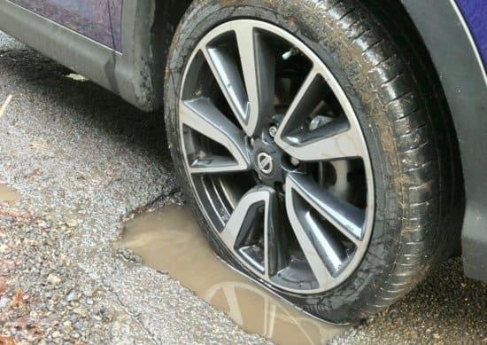 Ladispoli, danni all'auto per una buca. Il comune risarcisce una cittadina