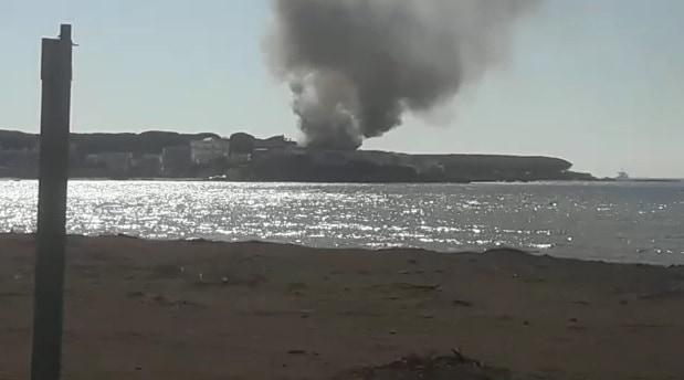 Incendio in zona villette nei pressi della Frasca