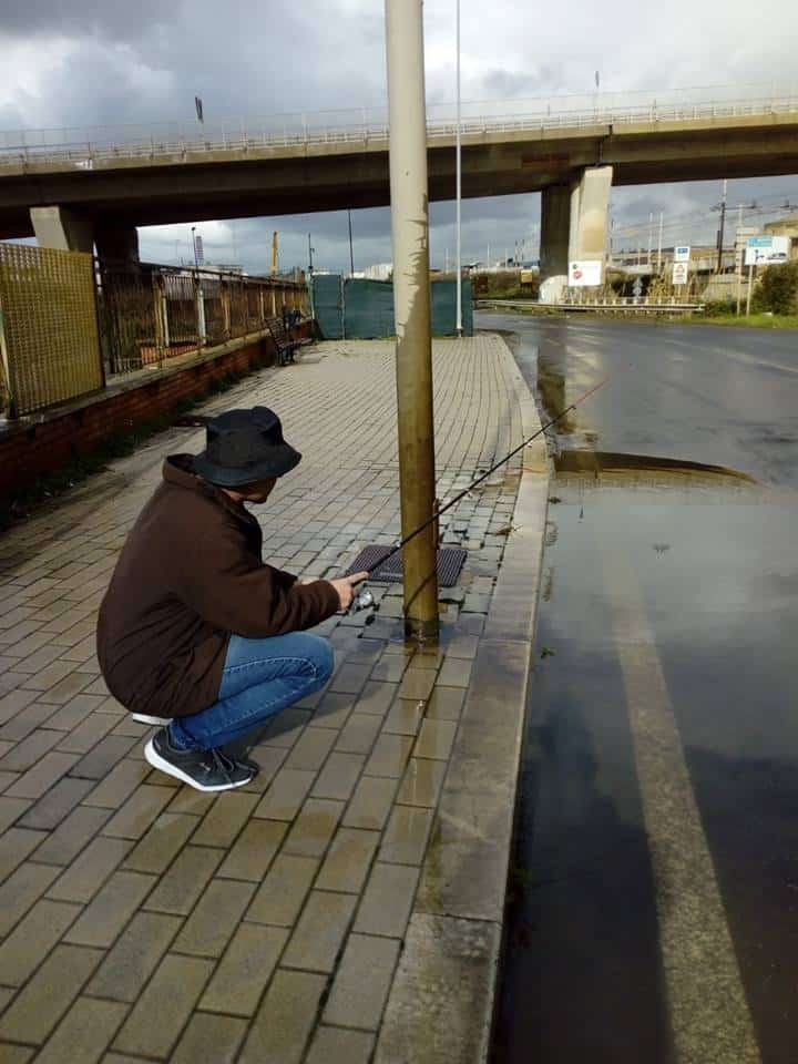 Piogge torrenziali, a Civitavecchia pesca sportiva in strada