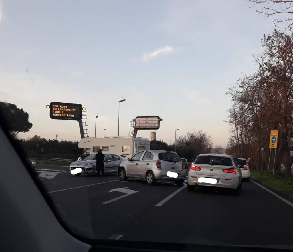 Cerveteri, incidente all'ingresso dell'autostrada