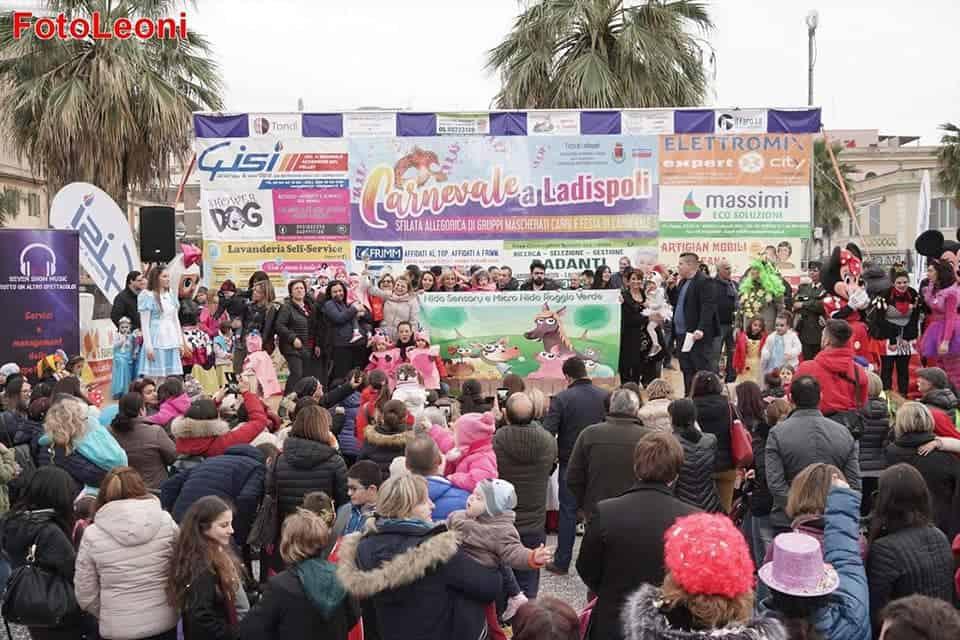 Il Carnevale colora piazza Rossellini