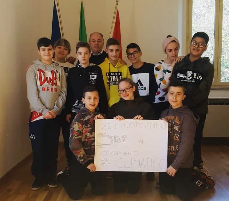 "Tolfa, i giovani delle medie aderiscono al ""global strike"""