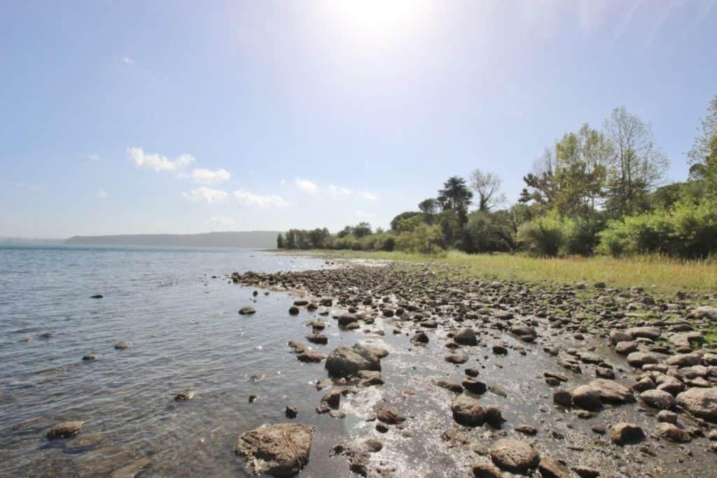 Lago di Bracciano, istituzioni contro la sindaca Raggi