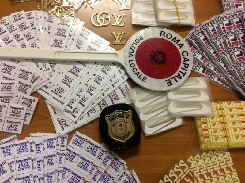 Roma, corriere di marchi contraffatti scoperto e denunciato