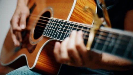 Roma, abusi su giovani ragazze durante lezioni di chitarra