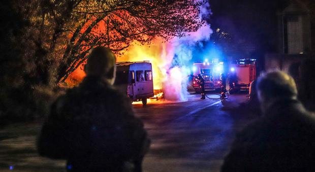 Rom a Torre Maura, l'ira dei residenti e il Comune fa dietrofront (foto Il Messaggero)