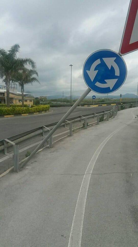 Ladispoli, vandali in azione sul cavalcaferrovia
