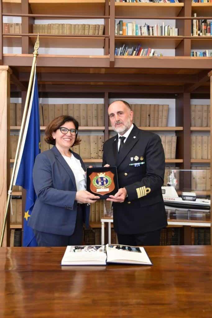 Civitavecchia, il ministro della Difesa Trenta in visita alla capitaneria di porto