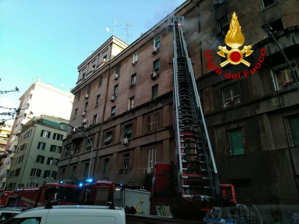 Roma, in fiamme un appartamento in Via Niso: nessun ferito