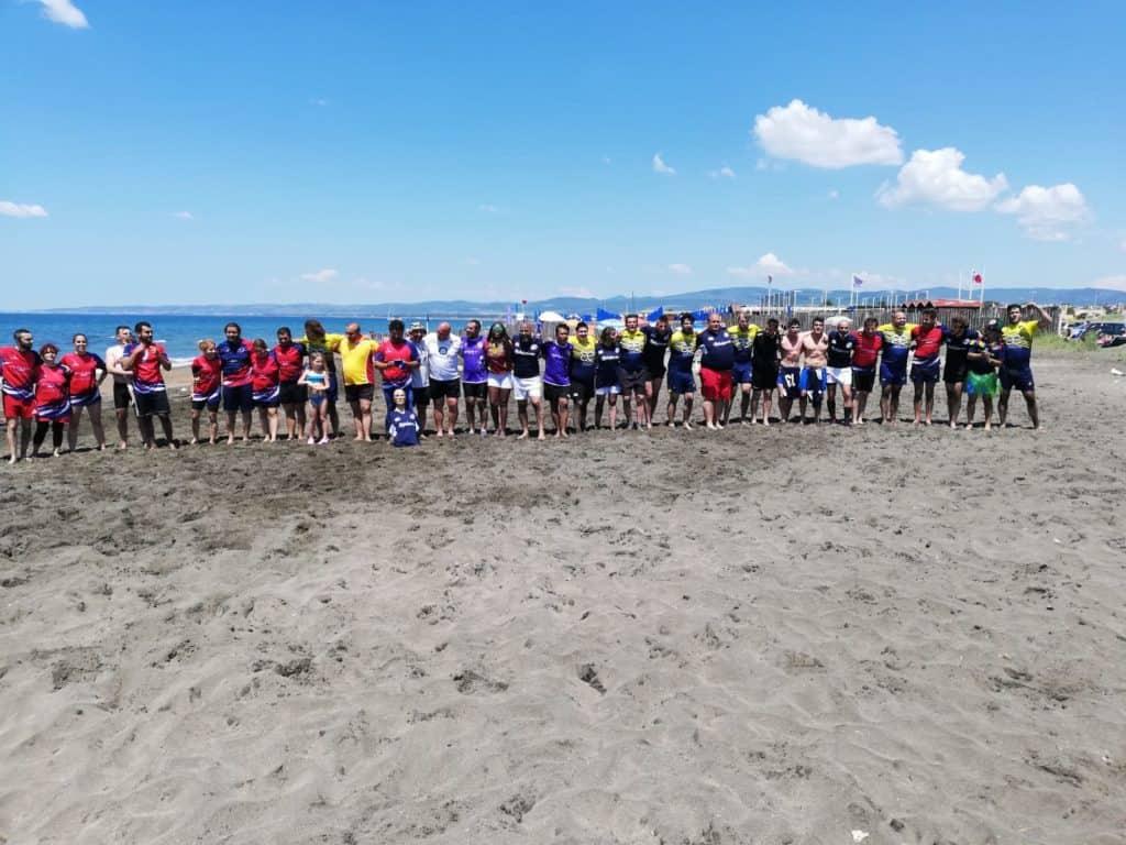 Campo di Mare, Sport e solidarietà: la Union Rugby Ladispoli in spiaggia per i giovani ricoverati in Ospedale