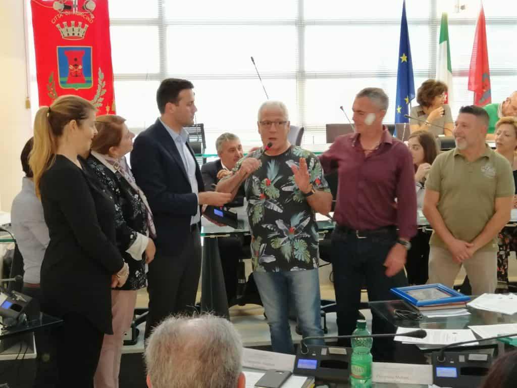 Fiumicino, il consiglio comunale premia il pugile Luciano Sordini