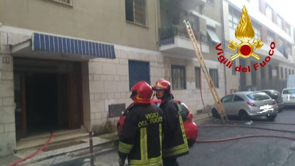 Roma, incendio in un appartamento di via Suessola: nessun ferito