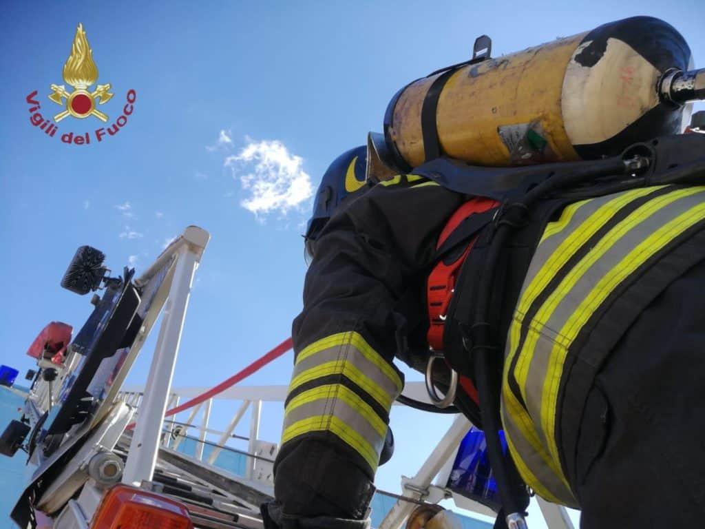 Incendio all'interporto di Civitavecchia, nessun ferito