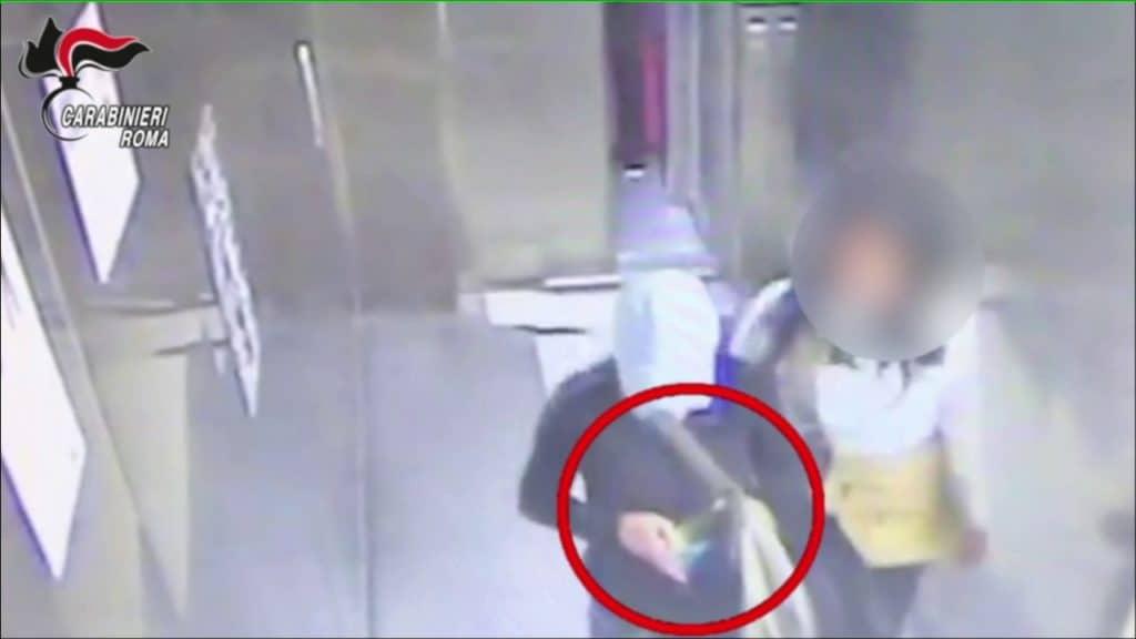 Furti ai danni dei turisti: arrestati 15 borseggiatori