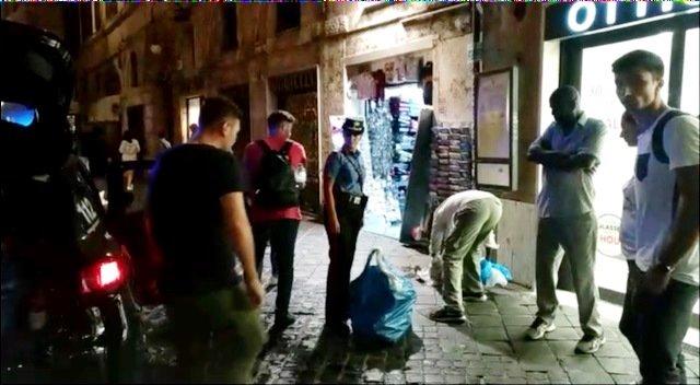 Vengono prodotti contraffatti alla fontana di Trevi: 3 denunce e sanzioni