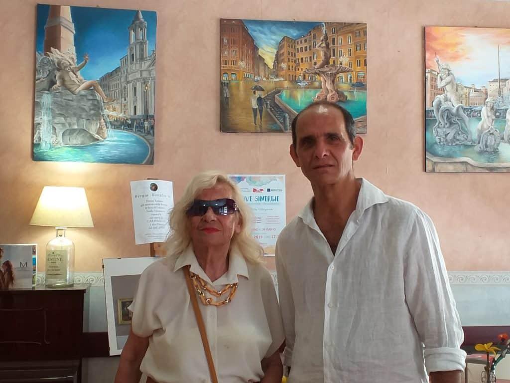 Ad ammirare le tele degli artisti Felicia Caggianelli e Sergio Bonafaccia, è arrivata la nota pittrice internazionale Carla Camp