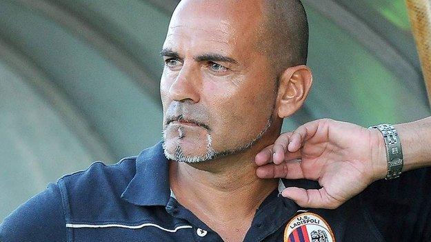 Mare e sole, l'ex allenatore del Ladispoli Pietro Bosco in vacanza a Follonica