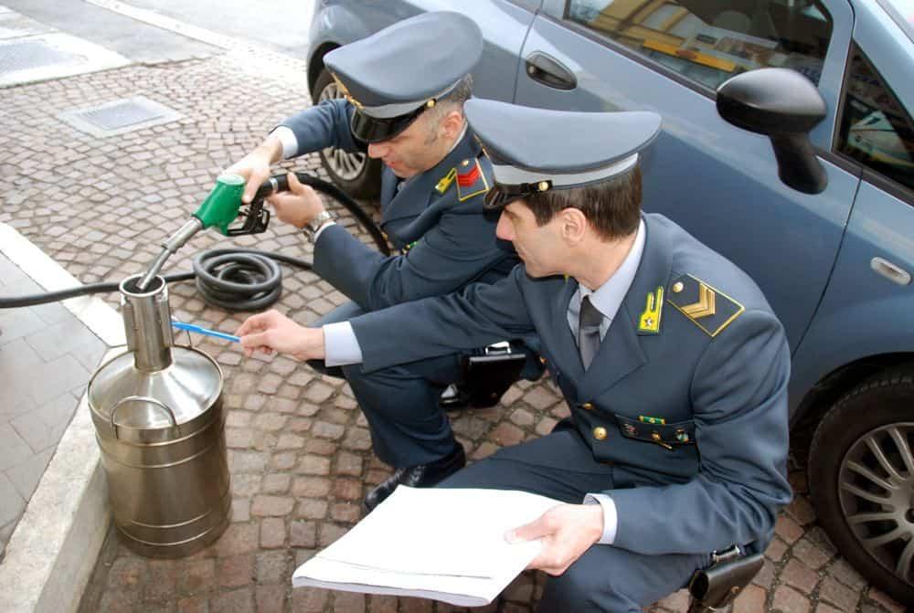 Contrabbando di gasolio dall'Europa dell'est. 9 arresti e maxi sequestro di carburante
