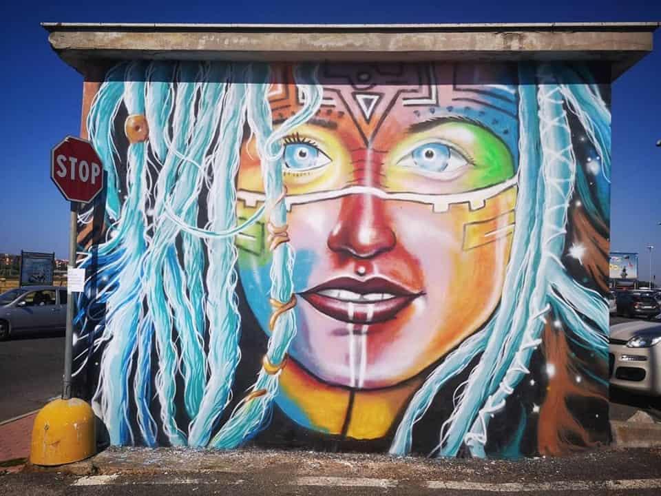 Dal degrado a opere d'arte, volontari abbelliscono la città