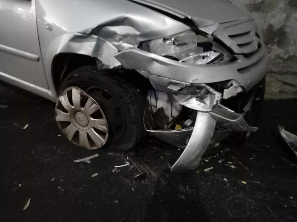 S.Marinella, auto impazzita colpisce veicolo parcheggiato e scappa