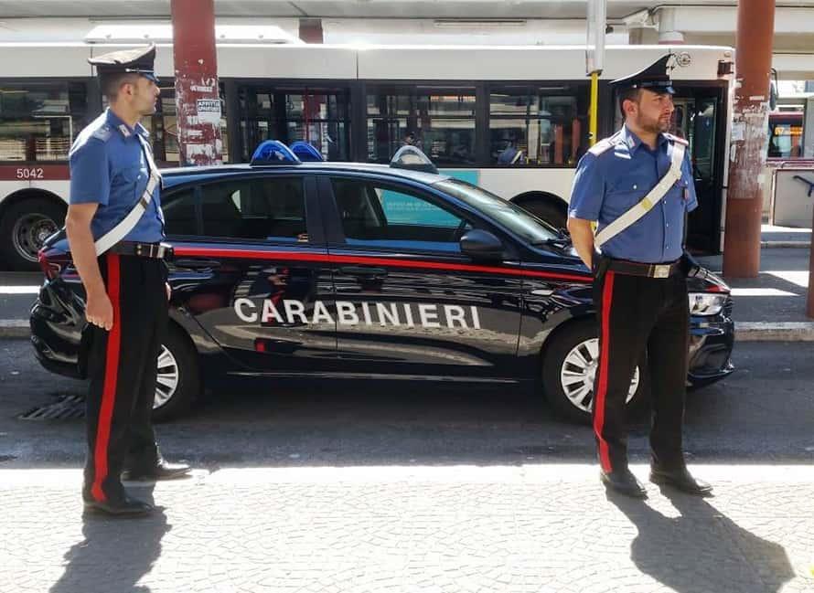 Tenta di rubare un'auto nel parcheggio del Terminal: in manette