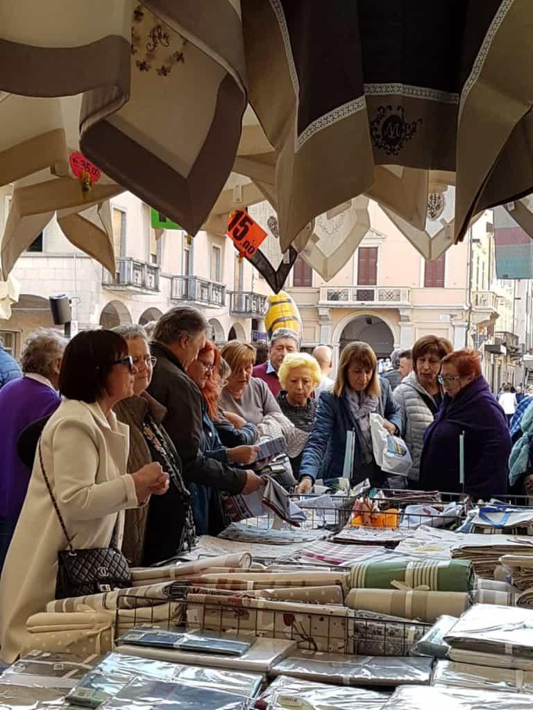 """""""Gli Ambulanti di Forte dei Marmi"""" a Ladispoli"""