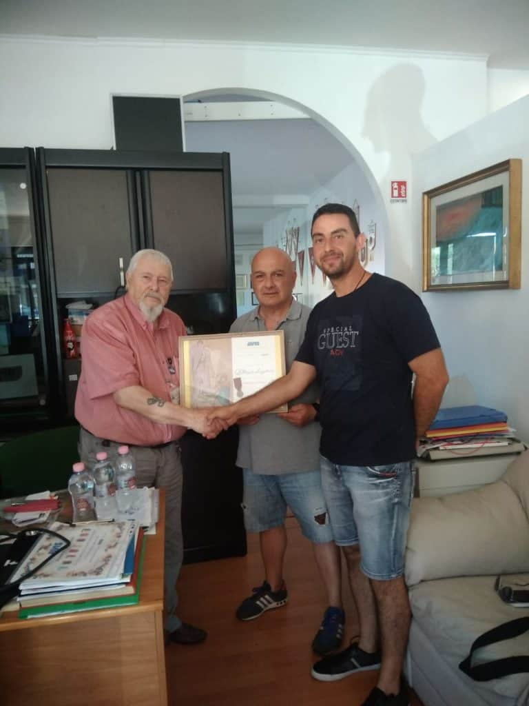 Cerveteri ,l'Avis oggi ha premiato un concittadino per la sua collaborazione