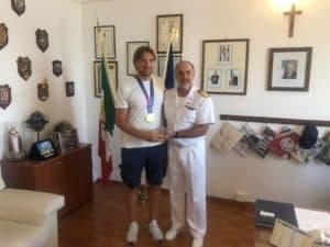 Civitavecchia, il Comandante Leone incontra il portiere della Nazionale Italiana di Pallanuoto Marco Del Lungo