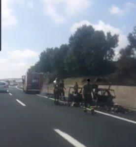 Auto in fiamme sull'autostrada A12 tra Cerveteri e Santa Severa