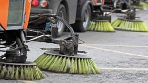 Ladispoli, prosegue la pulizia approfondita di strade e marciapiedi