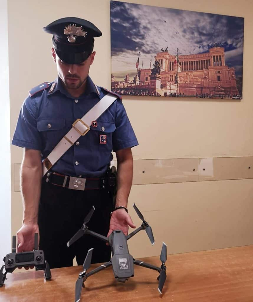 Fa volare un drone sui Fori Imperiali, denunciato 23enne