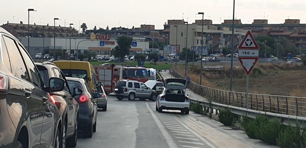 Ladispoli, incidente su ponte IV Novembre