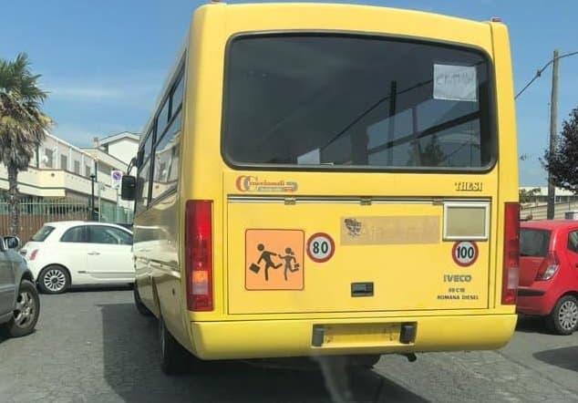 Niente passaggio di proprietà, stop a sei scuolabus