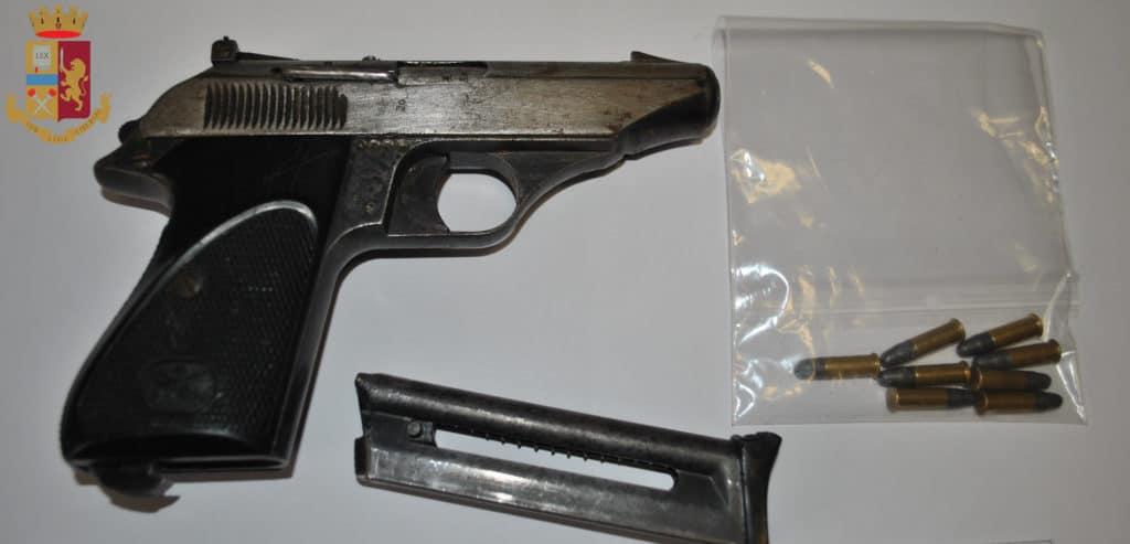 Detenzione illegale di una pistola: in manette i titolari di un bar