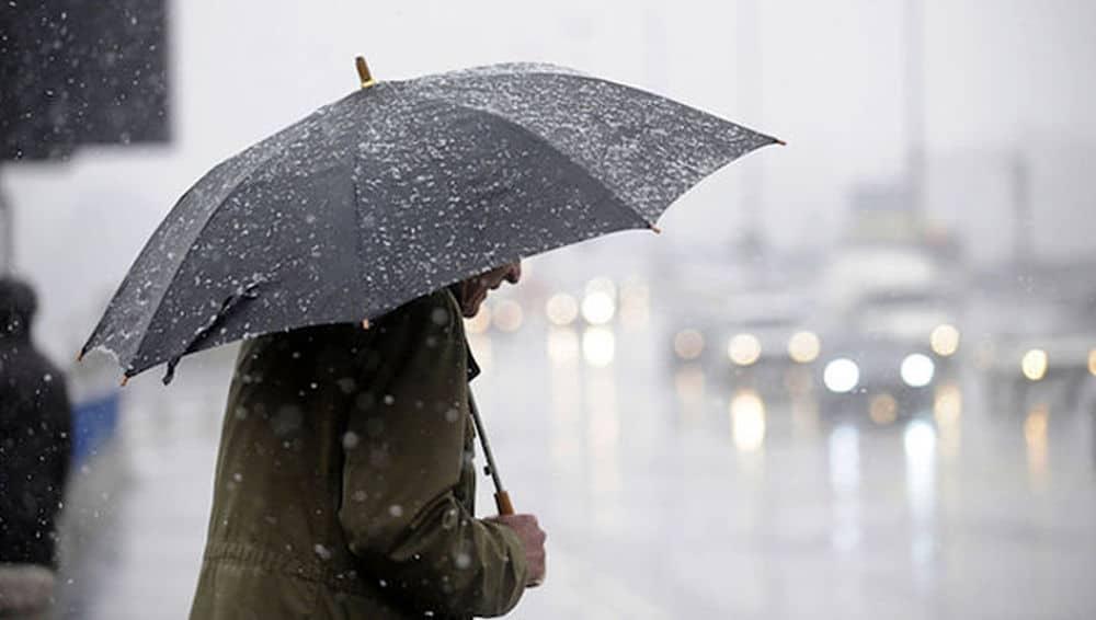 Meteo, domani previste intense precipitazioni
