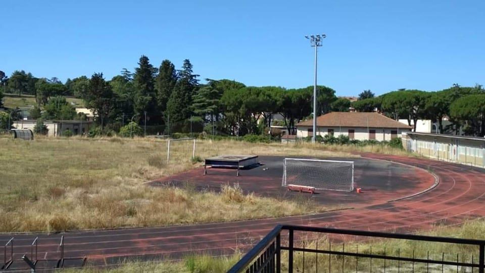 Bracciano, l'impianto sportivo Vergari nel degrado