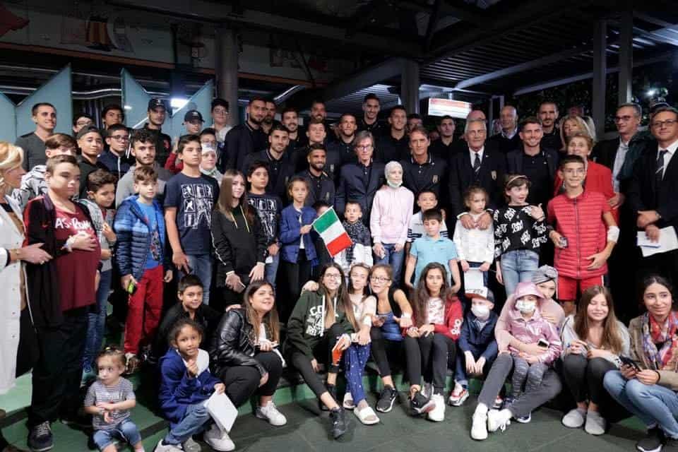 La nazionale italiana di calcio in visita al Bambin Gesù