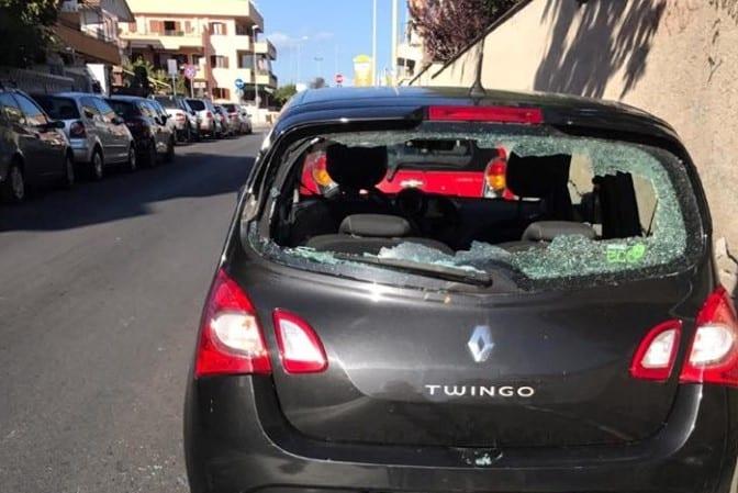 Vandali in azione a Ladispoli. Danneggiata vettura in via Cagliari