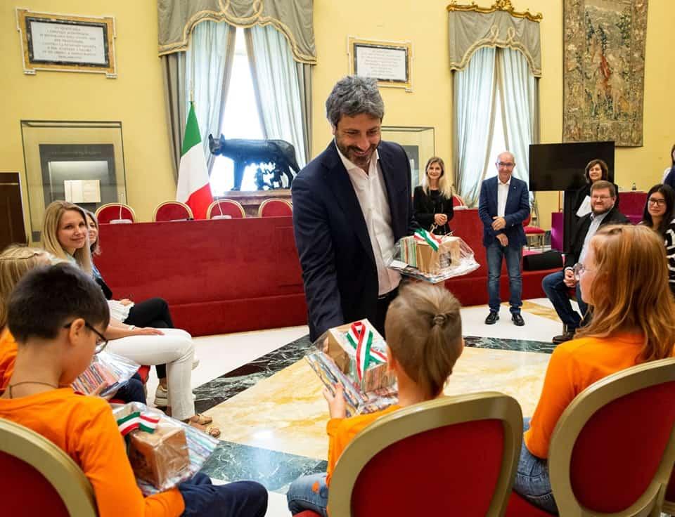 Il presidente della Camera dei Deputati accoglie i bambini della Bielorussia