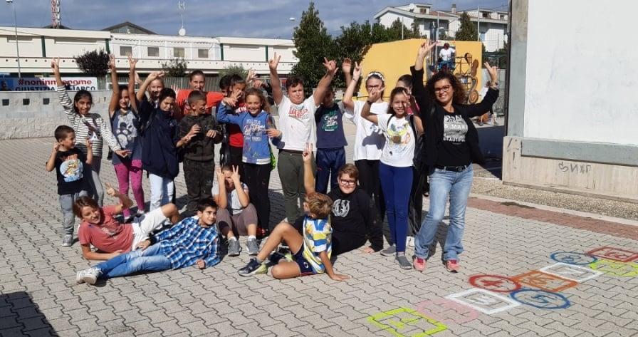 """Coloriamo la nostra scuola, alla Melone anche i ragazzi di """"Piccolo fiore"""" di Ladispoli"""
