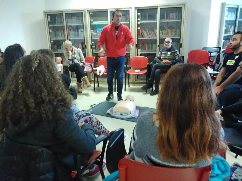 Ladispoli, al Di Vittorio corso di Blsd per uso defibrillatore
