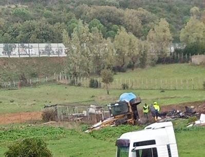 Santa Marinella, si ribalta l'escavatore in zona Quartaccia