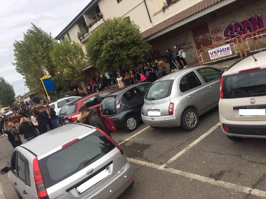 Cerveteri: piove al Mattei, studenti e genitori in protesta
