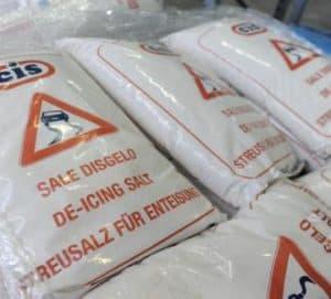Manziana, distribuzione gratuita del sale da disgelo per gli esercizi commerciali